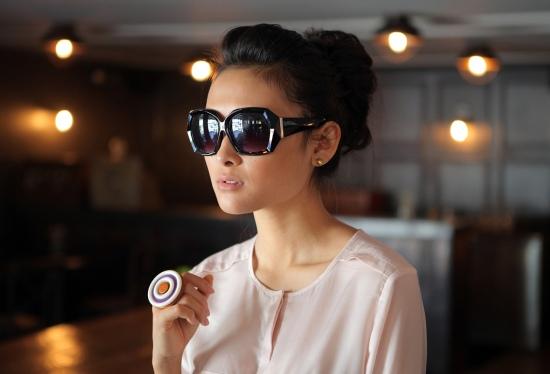 Tarina Tarantino ring Jeepers Peepers sunglasses