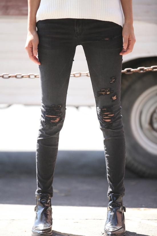 diy distressed skinny jeans close up