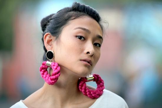meredith wendell rope ropey earrings magenta