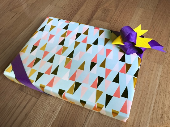 grosgrain-ribbon-bird-on-gift-creative-wrapping-ideas-ribbonesia
